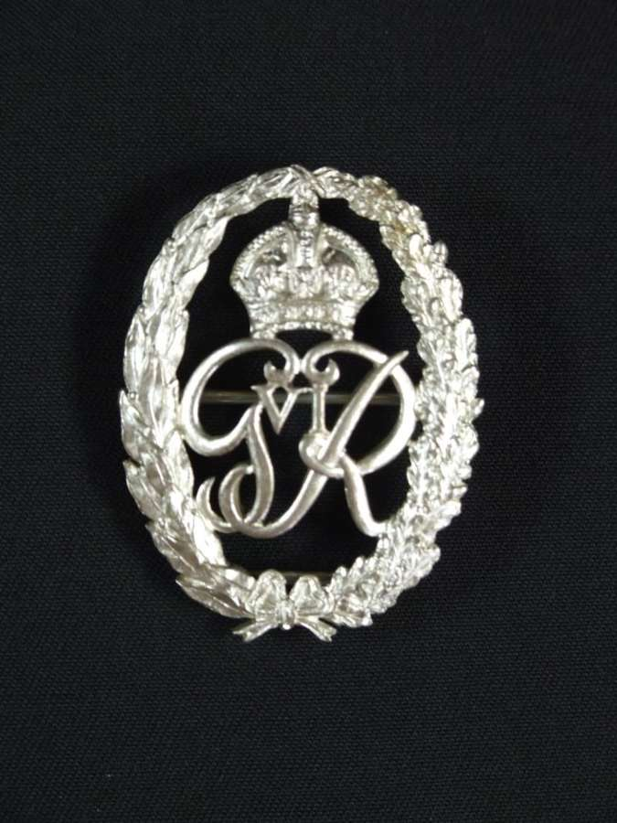 A  George VI Honorary Chaplain to the King badge in silver