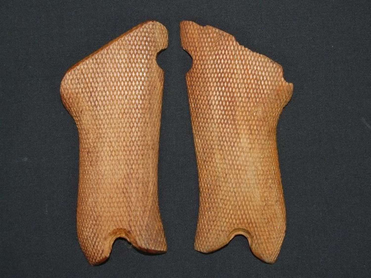 Pre 1945 Manufactured Luger Grips
